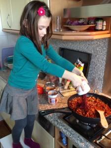 130928 koken met Sanne