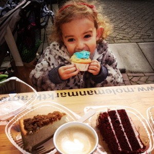 131020 Emma met cupcake