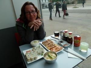 140521_29 sushi eten in Dijon